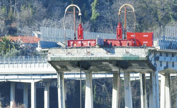 Ponte Morandi. Banca Carige consulente di Bucci. Da lunedì sopralluogo dei periti
