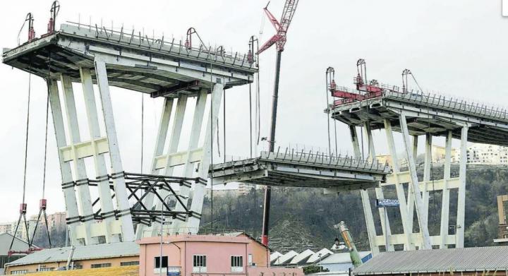 """Ponte Morandi. L'Empa: """"sabbia e iuta nelle macerie"""". Autostrade spinge per il difetto di costruzione"""