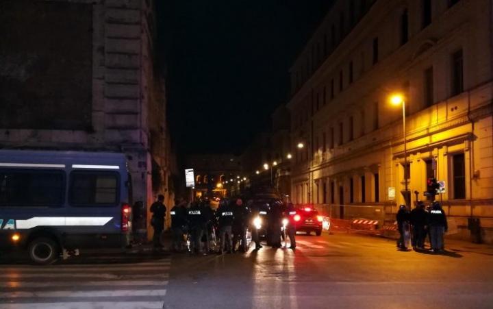 Caccia all'uomo a Roma: accoltellati tre tifosi del Siviglia (e due passanti)