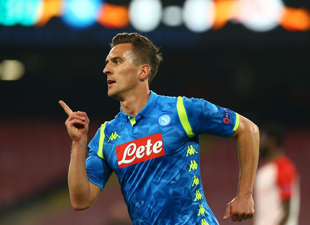 Fa tutto il Napoli: il gol (Milik) e il pareggio del Salisburgo (regalo di Allan). 1-1 primo tempo