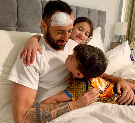 Ospina è a casa. La foto con i figli su Instagram