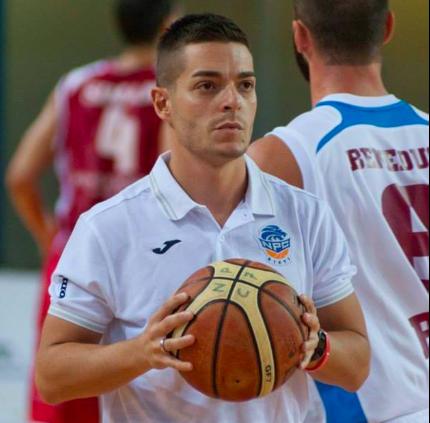 Alessandro Rossi il coach napoletano che sta facendo sognare il basket a Rieti