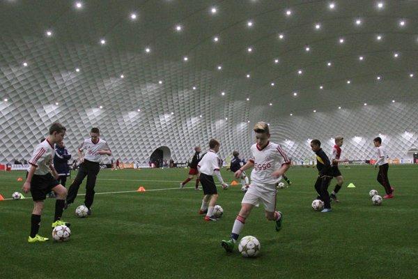 Il Corsera: «L'Ajax in dieci anni ha realizzato 400 milioni di plusvalenze»