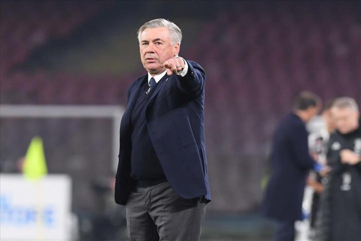 Ancelotti porta il Napoli agli ottavi di Champions (4-0 al Genk) e saluta tutti