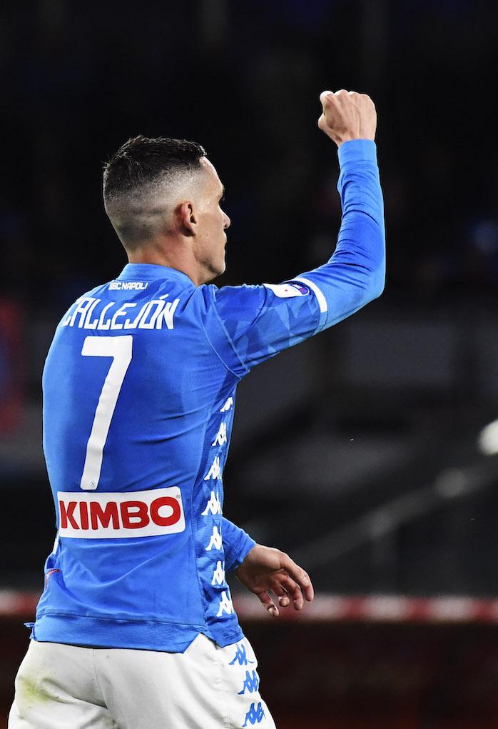 Callejon lancia la maglia ai tifosi del Napoli, gliela restituiscono