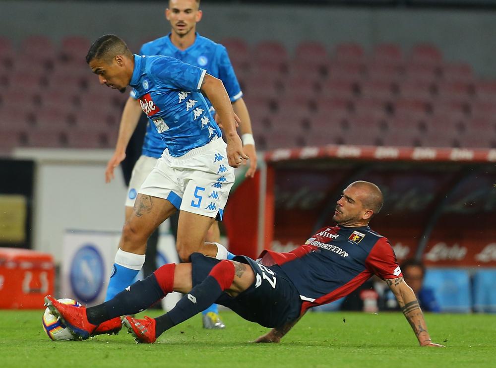 Il Napoli non riesce a battere il Genoa in dieci. E giovedì c'è l'Arsenal (VIDEO)