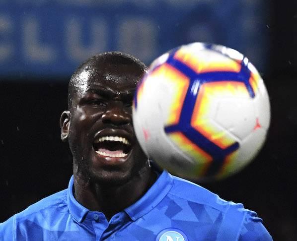 Nel calcio dal gol facile vale la vecchia regola: è in testa chi subisce meno gol