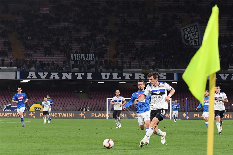 Vorrei criticare il Napoli di Ancelotti, ma non si può. Mai con questa tifoseria
