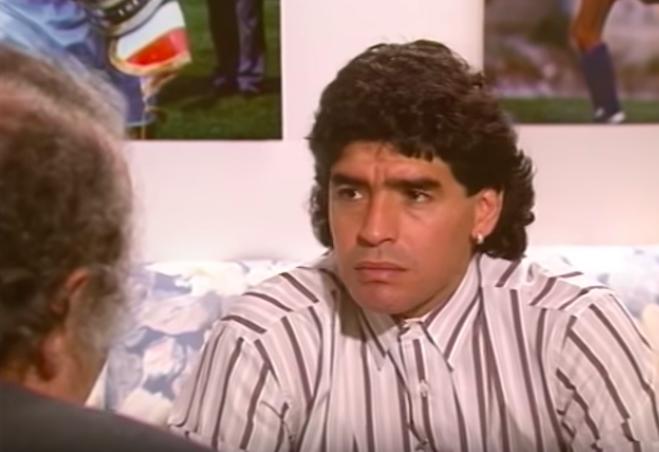 Il Foglio svela la bufala di Maradona evasore: «il Fisco lo dichiarò sconosciuto. A Napoli»