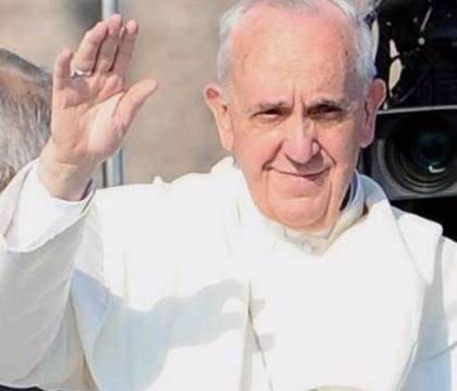 """Papa Francesco: """"Sì alle unioni civili, i gay hanno diritto a una famiglia"""""""