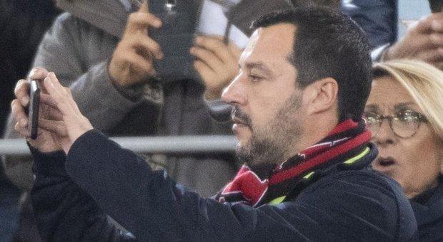 Salvini si appella al senso di responsabilità dei tifosi di Lazio e Atalanta (non sta messo benissimo)