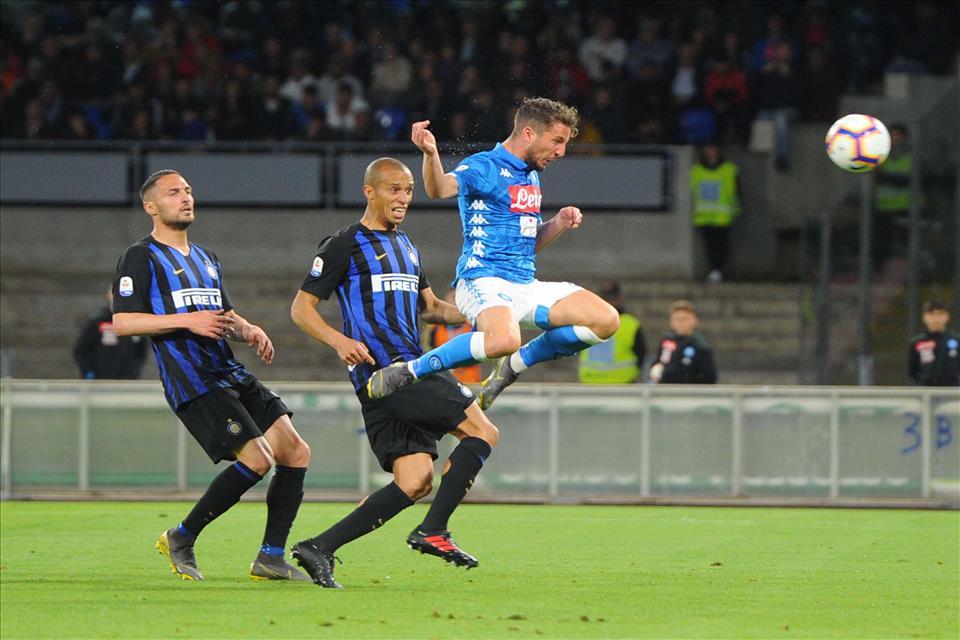 Napoli-Inter nella chat delle mamme: tra un gol di Mertens e i compiti di matematica