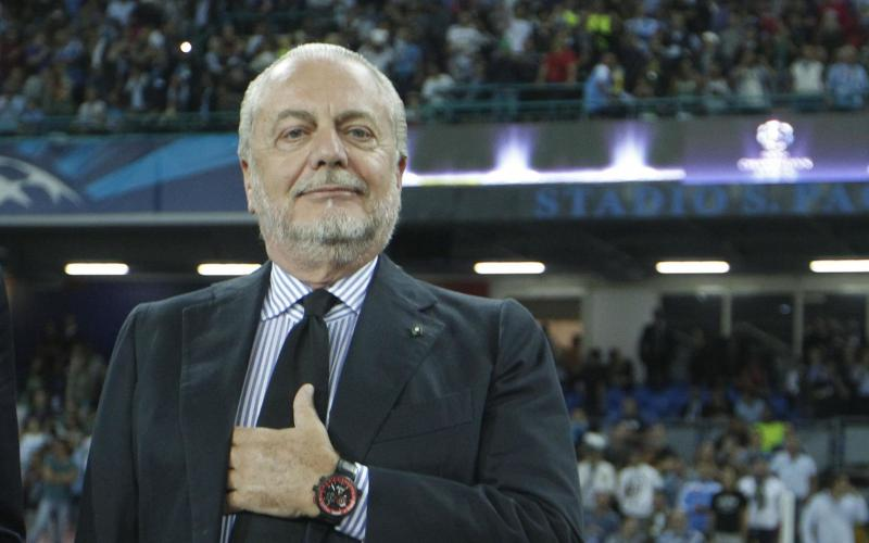 De Laurentiis ha detto che il Napoli cerca un attaccante da trenta gol