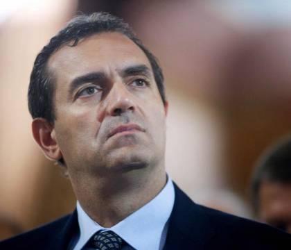 La vergogna riprende: De Magistris impedisce ai napoletani di andare a scuola