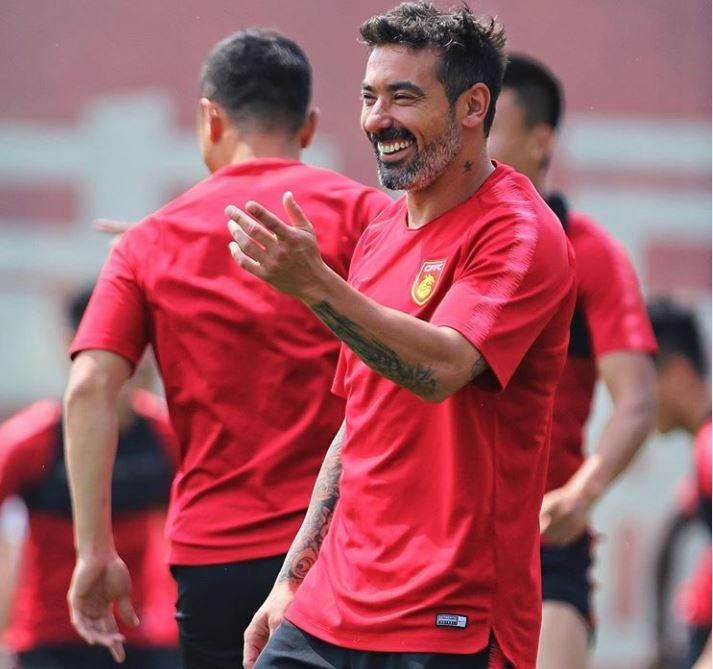 Lavezzi batte Hamsik nel derby napoletano in Cina