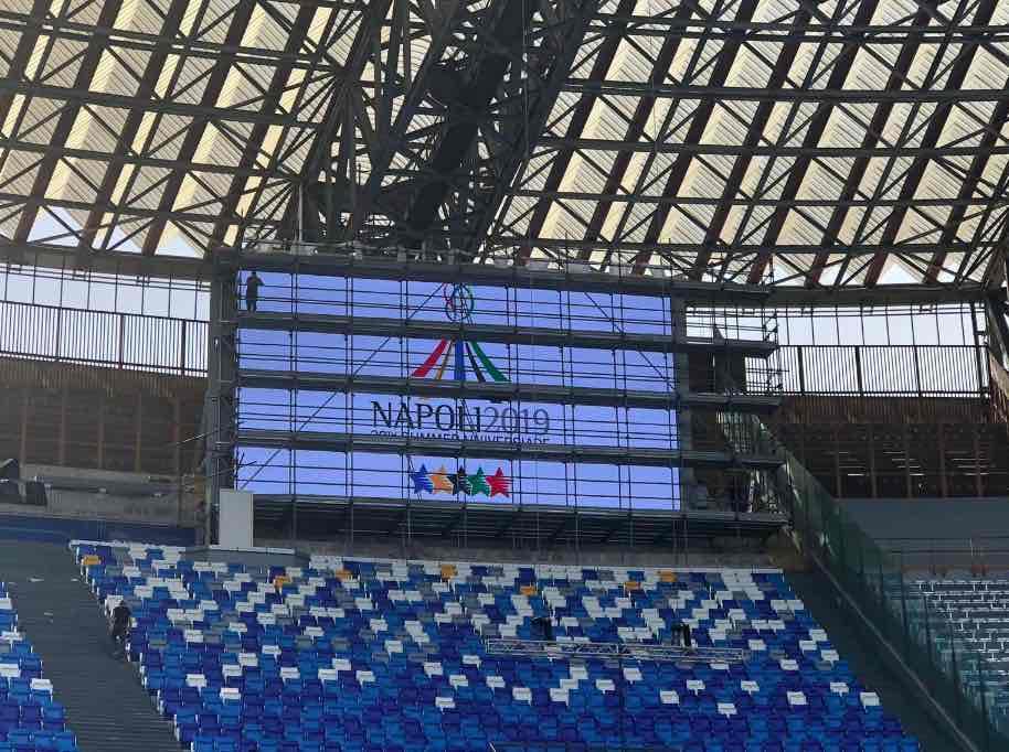 Per il San Paolo il Napoli pagherà 850mila euro l'anno. De Laurentiis: «Via la pista d'atletica»