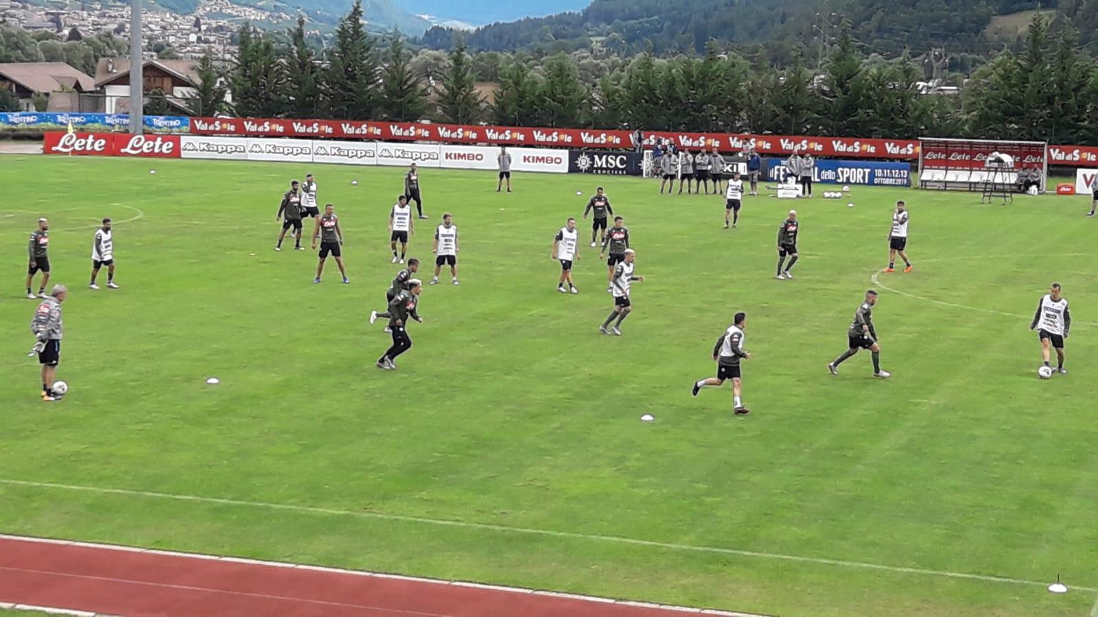 Qui Dimaro. Ancelotti persevera nel 4-2-3-1. Tonelli ko, Inglese ai saluti