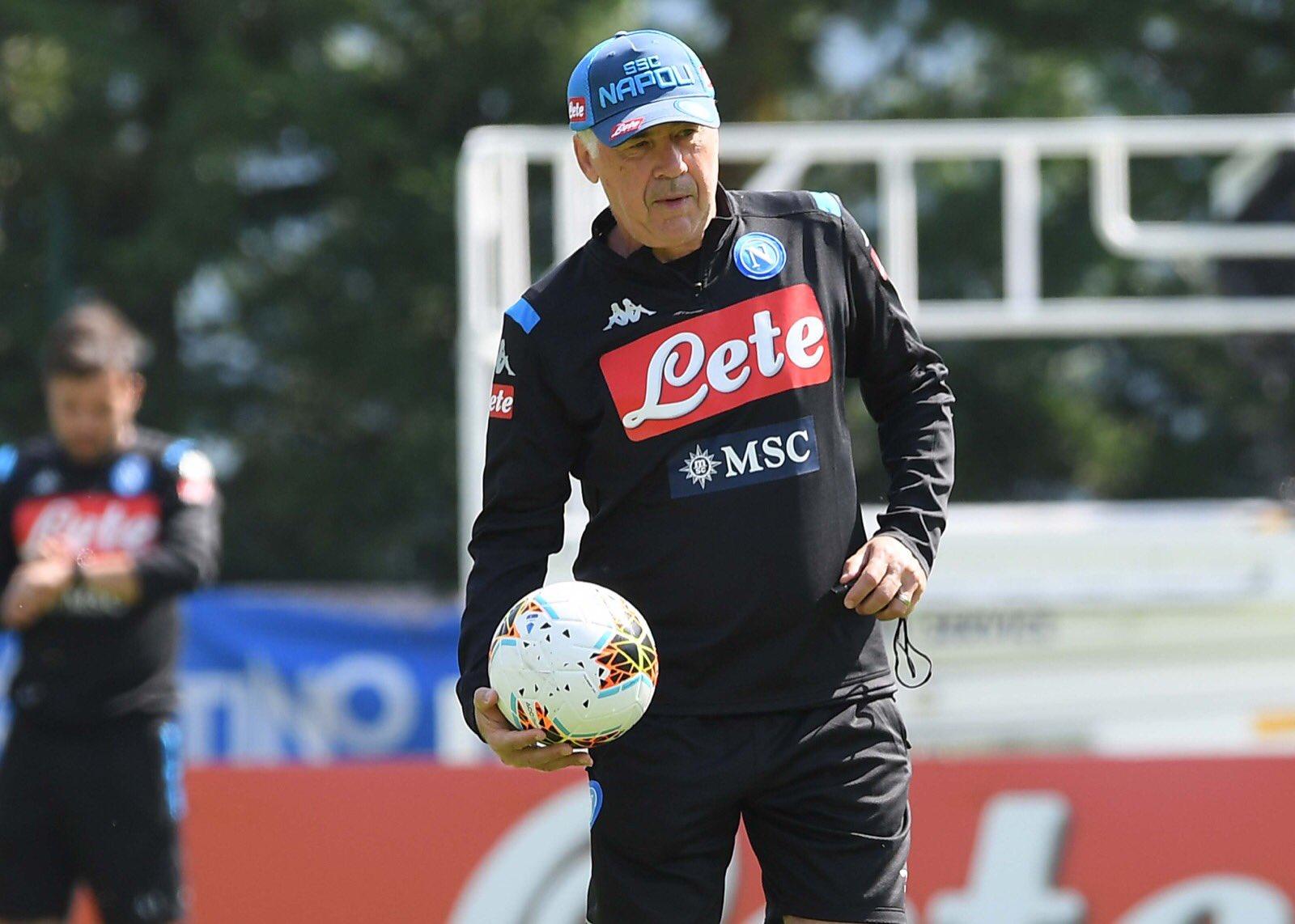 Il Mattino: «Ancelotti non è matto. C'era un accordo per la consegna degli spogliatoi il 31 agosto»