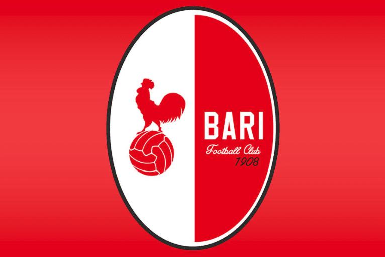 Bari, sette giocatori positivi al Covid