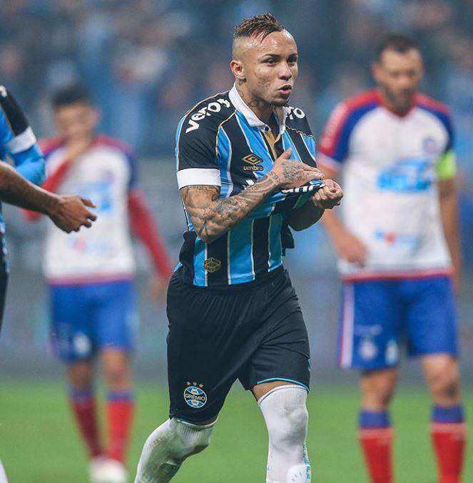 Globoesporte: Il Napoli si contende Everton Soares con l'Atletico Madrid