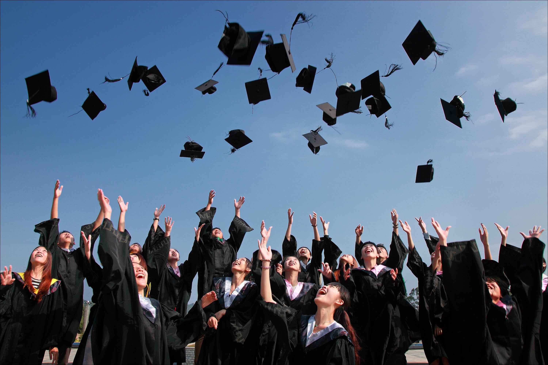 In Italia pochi laureati e inutili. Ma siamo settimi al mondo per premi Nobel (non laureati)