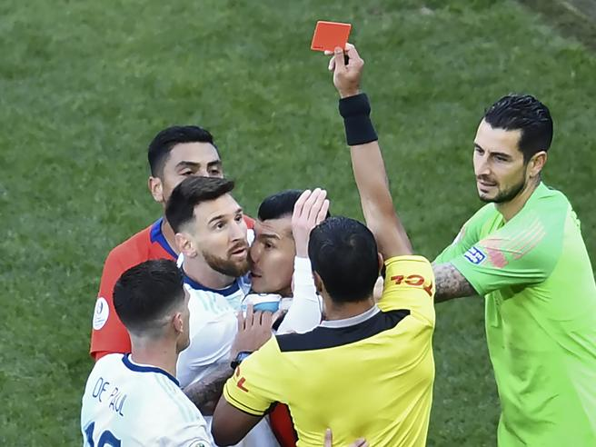 Messi squalificato per tre mesi dalla nazionale per le parole contro la Conmebol