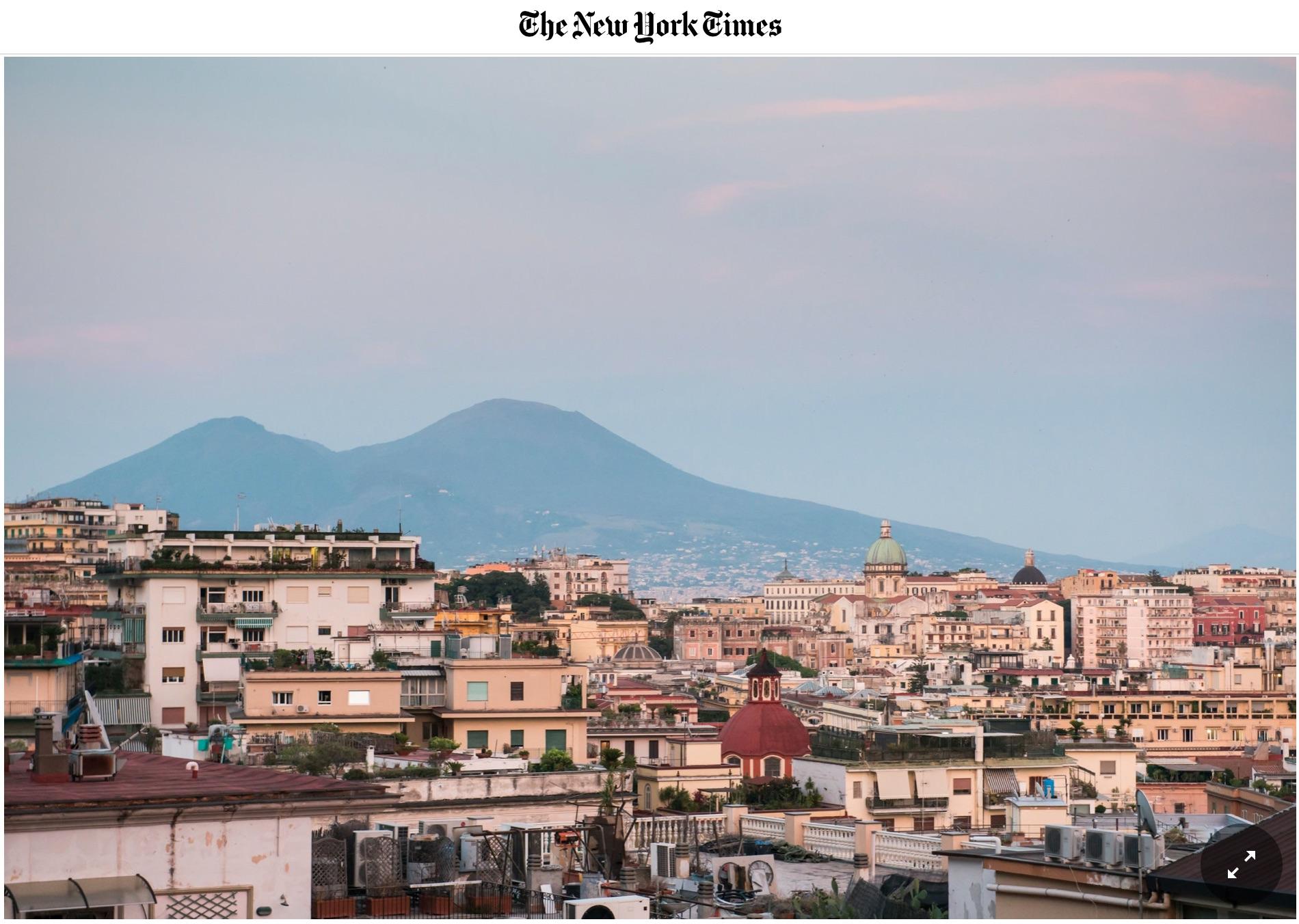 """Il NYT a Napoli 36 ore: """"Città di bellezza gloriosa ma sbrindellata, oggi senza monnezza e coi turisti"""""""