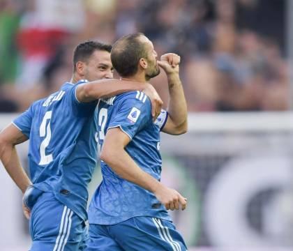 La Juventus domina e vince 1-0 a Parma con gol della vecchia guardia Chiellini