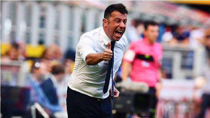 A Parma D'Aversa costretto a cambiarsi la camicia bianca (si confondeva con le maglie)