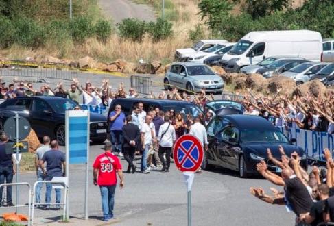 Il Mattino: al funerale di Diabolik anche il capo-ultrà del Milan fotografato con Salvini