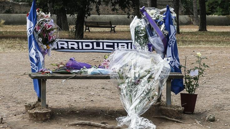 Derby di Roma: contestazione ai calciatori della Lazio per non aver fatto le condoglianze per Diabolik