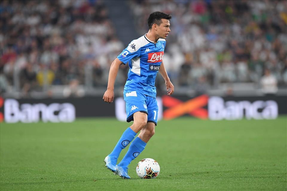 Lozano incanta con il Messico e a Napoli sognano di vederlo giocare così