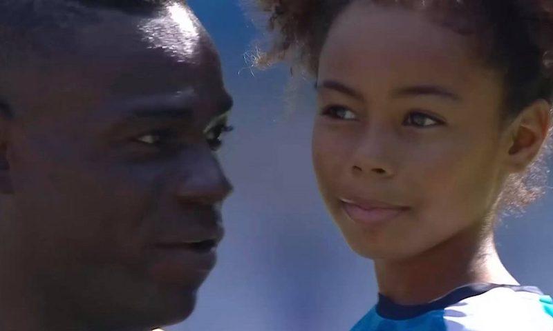 La scena di Balotelli con sua figlia è molto bella ma è anche normale (è l'Italia che è triste)