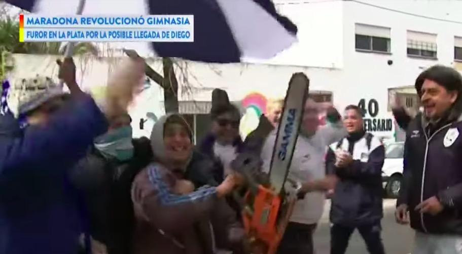 A La Plata si festeggia in strada l'arrivo di Maradona (VIDEO)