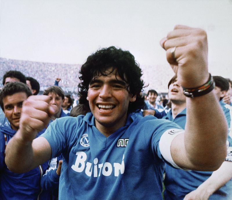 All'asta Bolaffi gli appassionati si contendono Maradona, ma alla fine vince Pelè