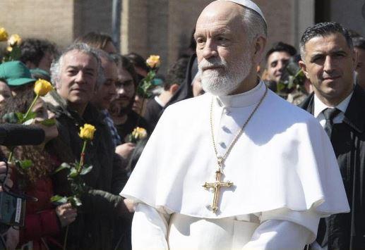 Libero stronca The New Pope: è un orrore. Serie blasfema, tra autoerotismo e droga