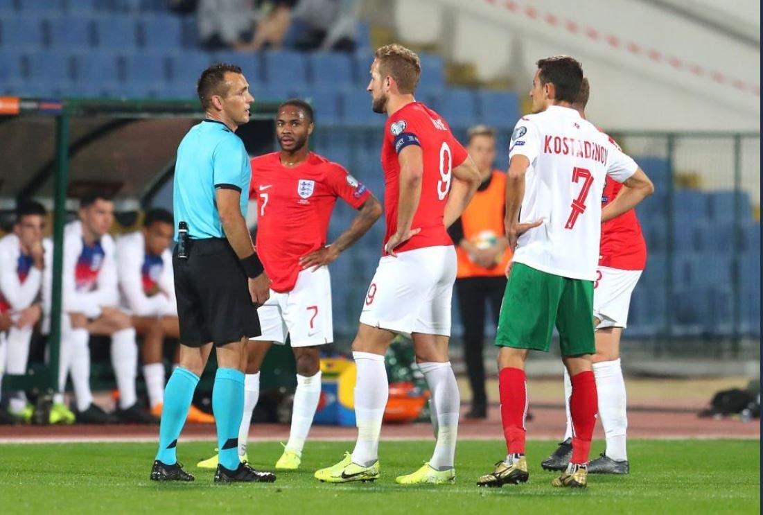 L'arbitro sospende Bulgaria-Inghiterra per cori razzisti su richiesta dei calciatori inglesi
