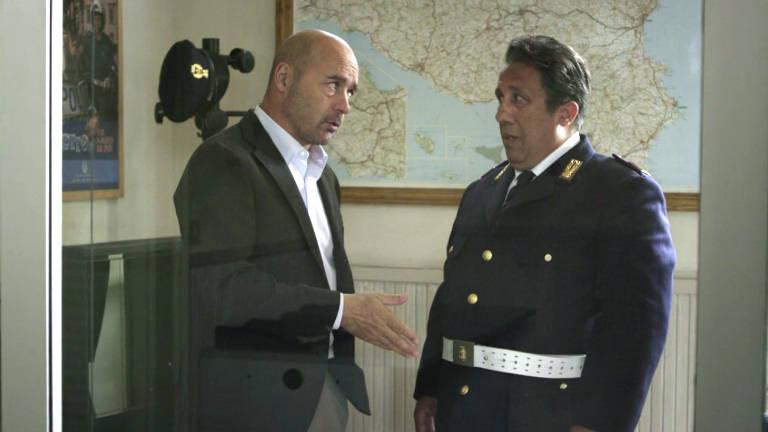 Dialogo Tra Montalbano e Catarella sull'estate a ottobre