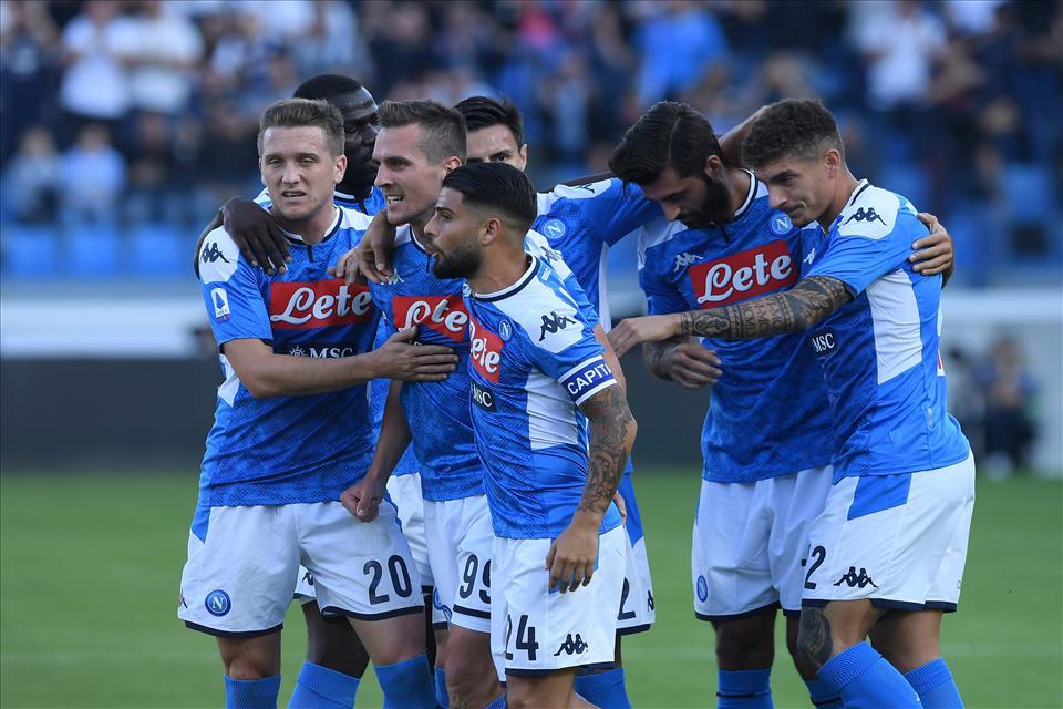 Quale pappone se i tifosi mettono quattro spiccioli. Napoli primo in Champions, loro criticano