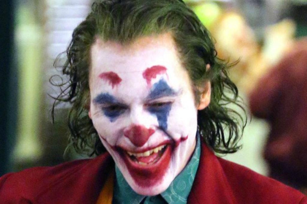 """Napoli è Joker: le servirebbe il bigliettino """"Perdona la mia risata, ho una malattia"""""""