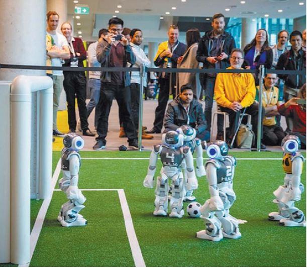 Libero: a Roma un triangolare di calcio a cinque tra robot umanoidi