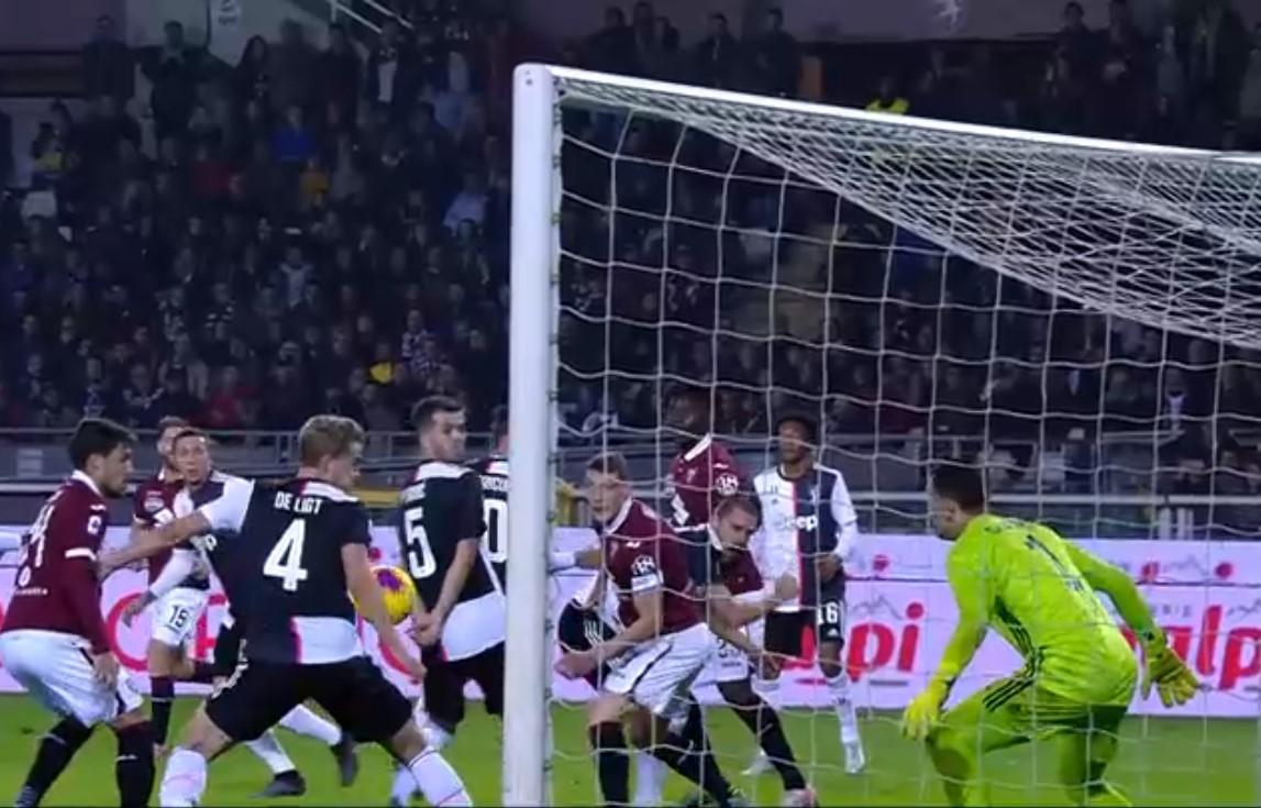 Aria di Calciopoli in giro: fallo di mani, la regola è chiara solo a De Ligt