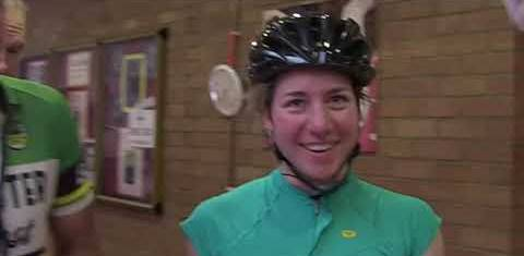 Fiona Kolbinger, la ciclista dilettante che ha battuto gli uomini suonando il piano nelle soste