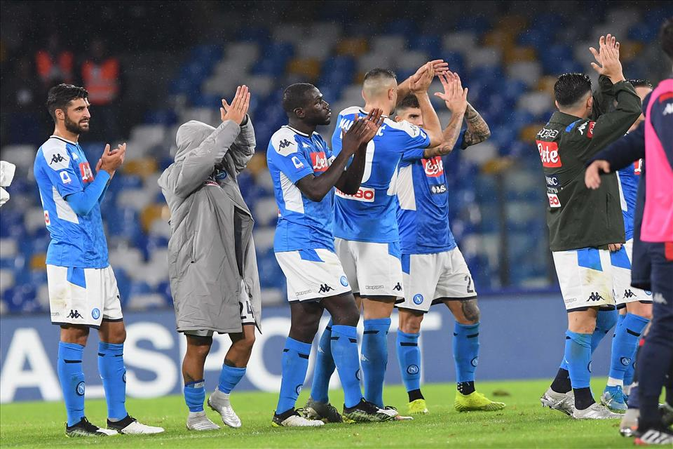 Per France Football il Napoli è sull'orlo del disastro