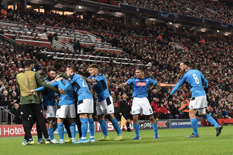 La FifPro: «Il Napoli non può vietare ai giocatori di tornare a casa, né trattenere loro lo stipendio»