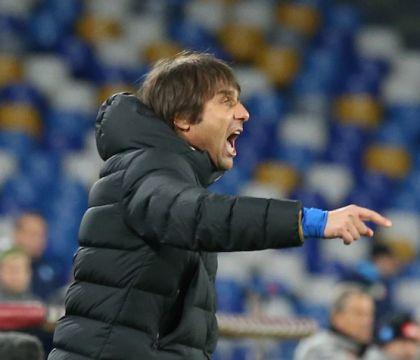 L' Inter non si ferma più |  travolge il Genoa |  suona la quinta e manda la Juve a - 10