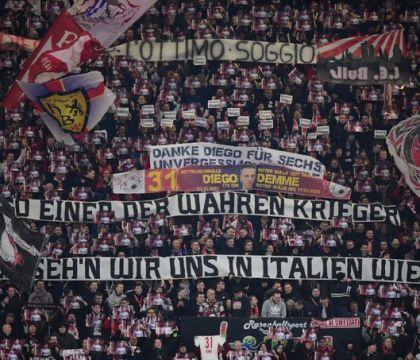 Alla Red Bull Arena i tifosi del Lipsia salutano Demme