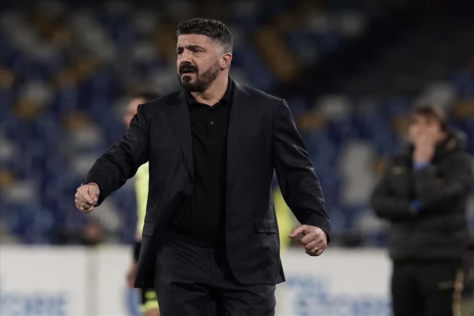 Gattuso non ha ancora scelto l'abito per il suo Napoli, nel frattempo ne prova più di uno