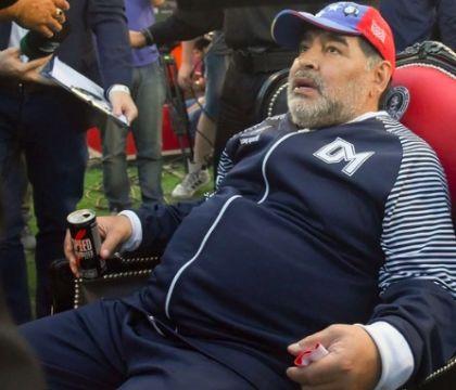 """Maradona, la sorella è positiva al Covid. Il Gimnasia gli sconsiglia la ripresa: """"Soggetto a rischio"""""""