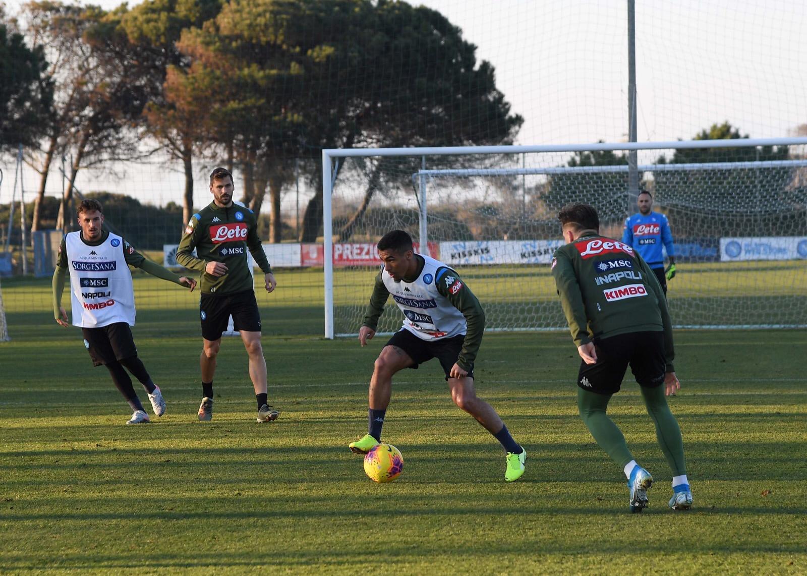Napoli, allenamento mattutino: tutti disponibili verso Parma
